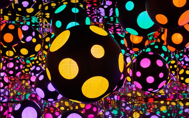 Yayoi Kusama - Infinity Mirrored Room – My Heart is Dancing into the Universe