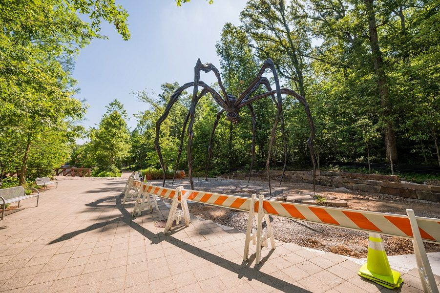 Maman by Louise Bourgeois being installed