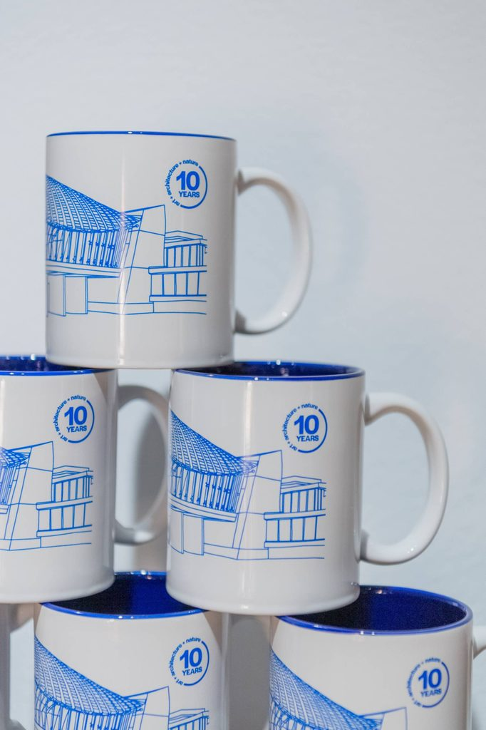 crystal bridges ten-year anniversary mugs
